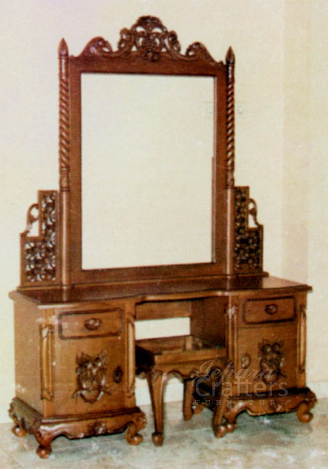 Wooden dressing table with mirror designs